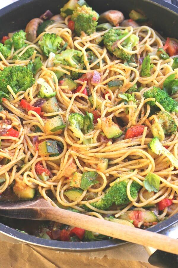Vegan Healthy Pasta Primavera | The Green Loot #vegan #pasta
