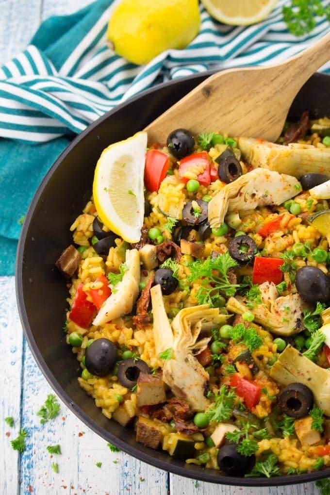 Vegan Paella with Artichokes and Smoked Tofu | The Green Loot #vegan #healthy #weightloss