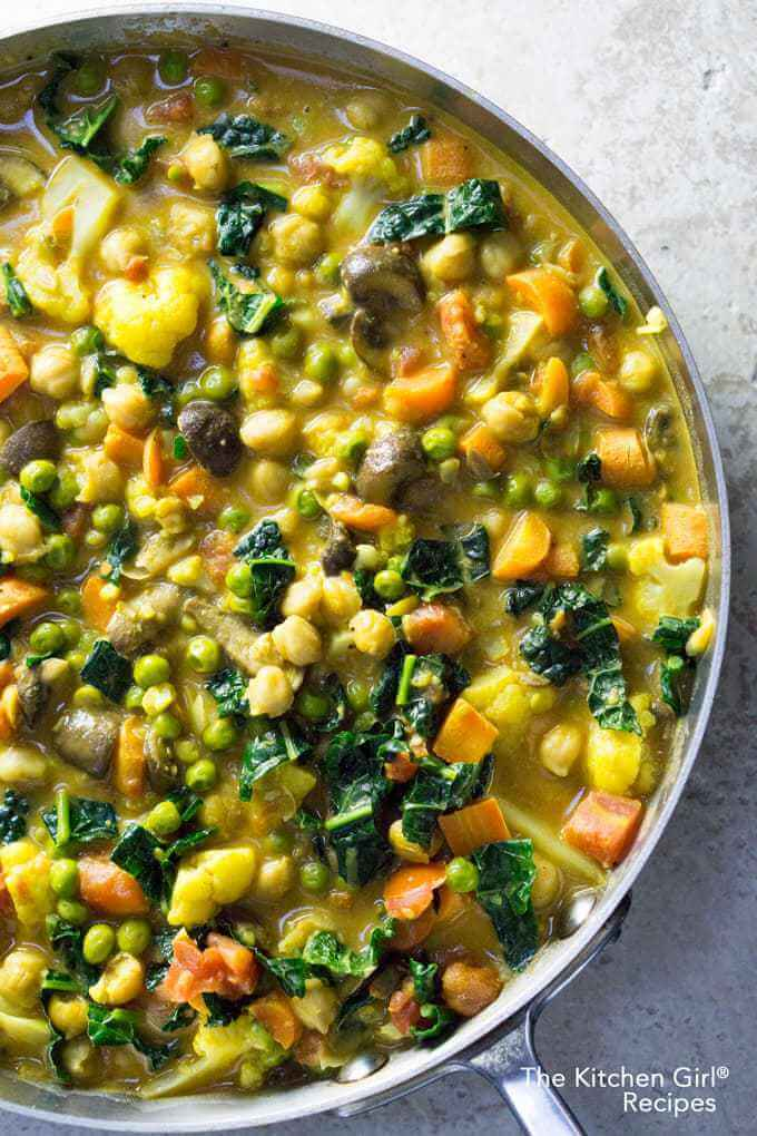 Vegan Thai Coconut Vegetable Curry | The Green Loot #vegan #healthy #weightloss