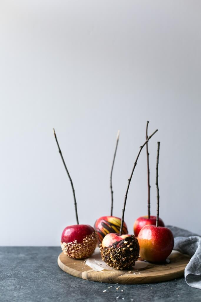Vegan Caramel Apples // Vegan Halloween Treats, Snacks, Recipes