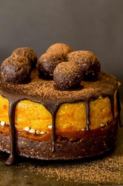 Vegan Raw Goji and Pumpkin Mini Cake
