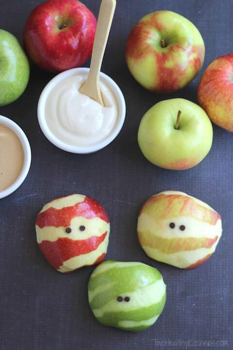 Vegan Apple Mummies // Vegan Halloween Treats, Snacks, Recipes