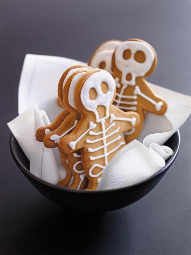 Vegan Halloween Gingerbread Skeletons