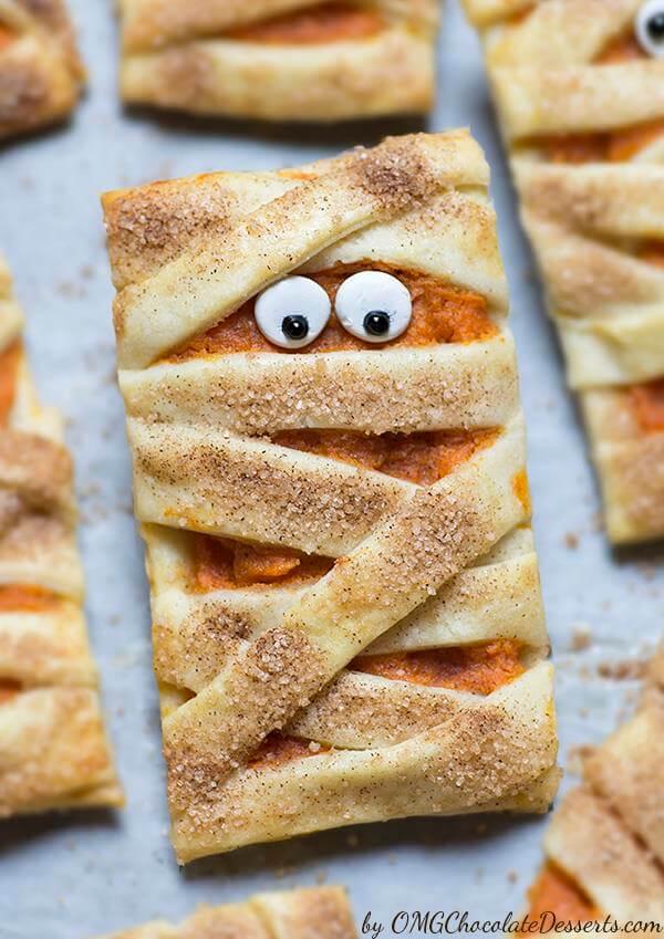 Vegan Mummy Pumpkin Cookies