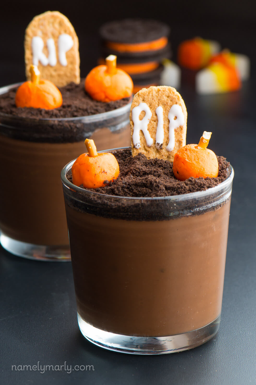Vegan Halloween Pudding Cups // Vegan Halloween Treats, Snacks, Recipes