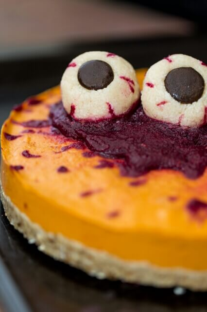 Vegan Pumpkin Halloween Cake // Vegan Halloween Treats, Snacks, Recipes