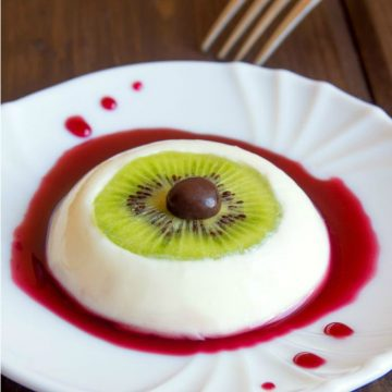 Vegan Bloody Eyeball Dessert - Vegan Pudding // Vegan Halloween Treats, Snacks, Recipes
