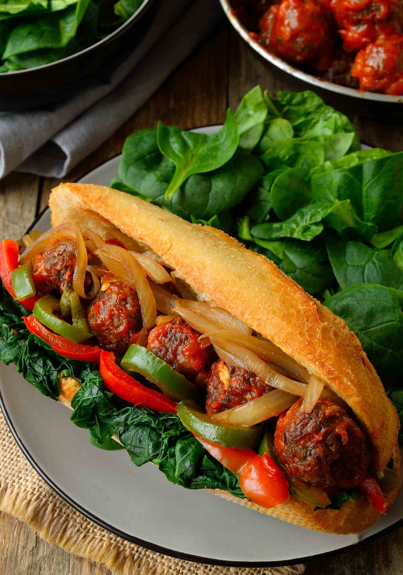Vegan 'Meatball' Sub // How gorgeous are those vegan meatballs? And their taste is even better. Your co-workers/classmates will be envious of it, that's for sure. | The Green Loot #vegan #lunch