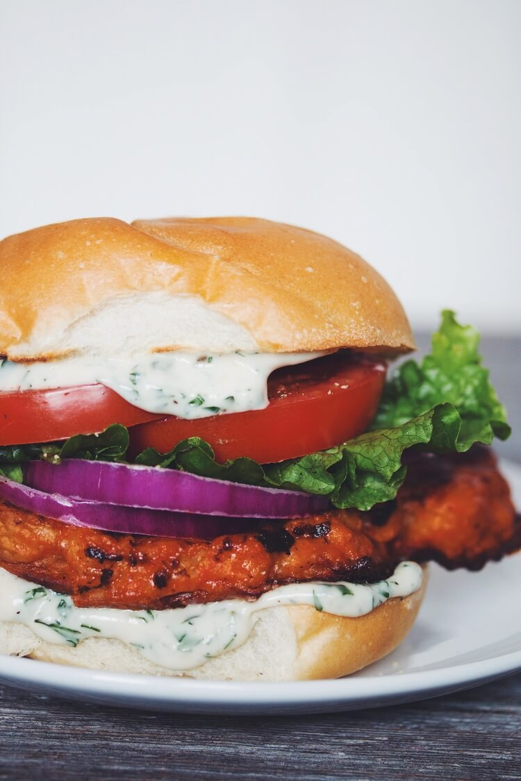 Vegan Buffalo Cauliflower Sandwich // Although, this one is more like a hamburger, than a sandwich, but it is still a fantastic portable option, if you want your lunch to be simple but satisfying. | The Green Loot #vegan #lunch