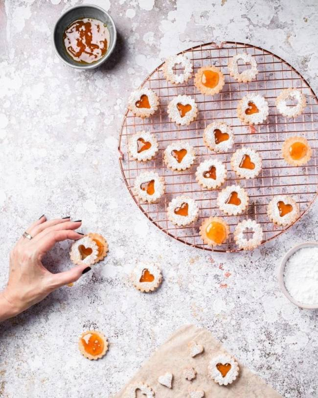 Apricot Linzer Cookies