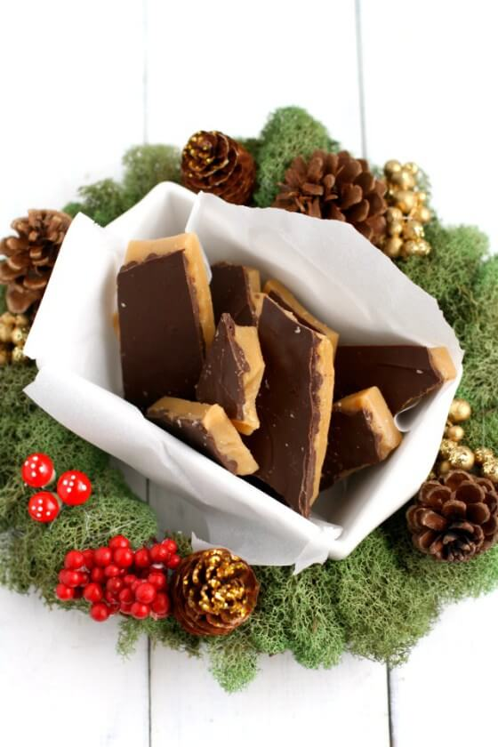 Vegan Buttercrunch Toffee (nut-free) // Buttercrunch toffee can not be left off the Christmas treats list either. Every bite of this hearty snack is a happy moment. | The Green Loot #vegan #Christmas