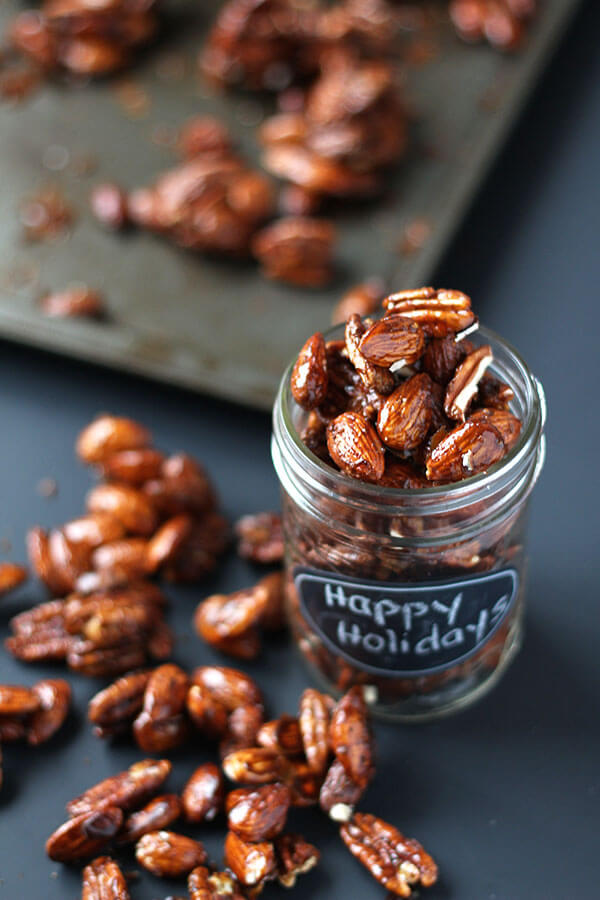 Vegan Gingerbread Glazed Roasted Nuts // You can put these glazed roasted nuts into a jar as a cute homemade gift or just eat the whole jar yourself. No one will judge you. | The Green Loot #vegan #Christmas