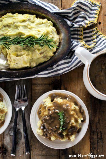 Vegan Mashed Potatoes with Mushroom Gravy // Vegan Thanksgiving Dinner Recipes (Main Dish+Sides) | The Green Loot #vegan #Thanksgiving