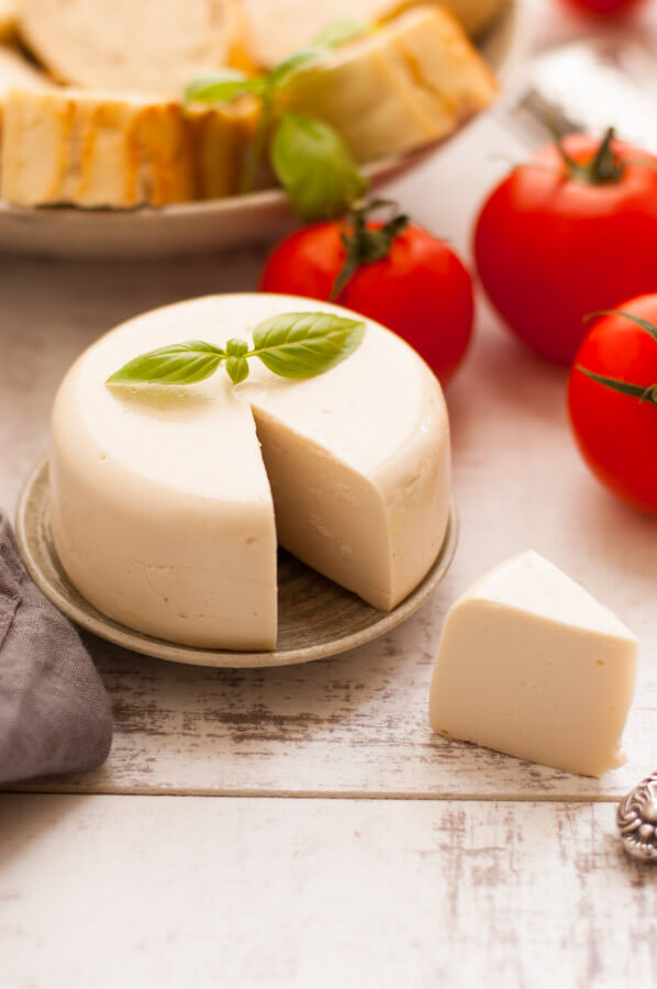 Vegan Mozzarella // Recipe for the vegan version of Mozzarella cheese. Originated from Italy, it's a semi-soft brined cheese with a fresh aroma. | The Green Loot #vegan #dairyfree