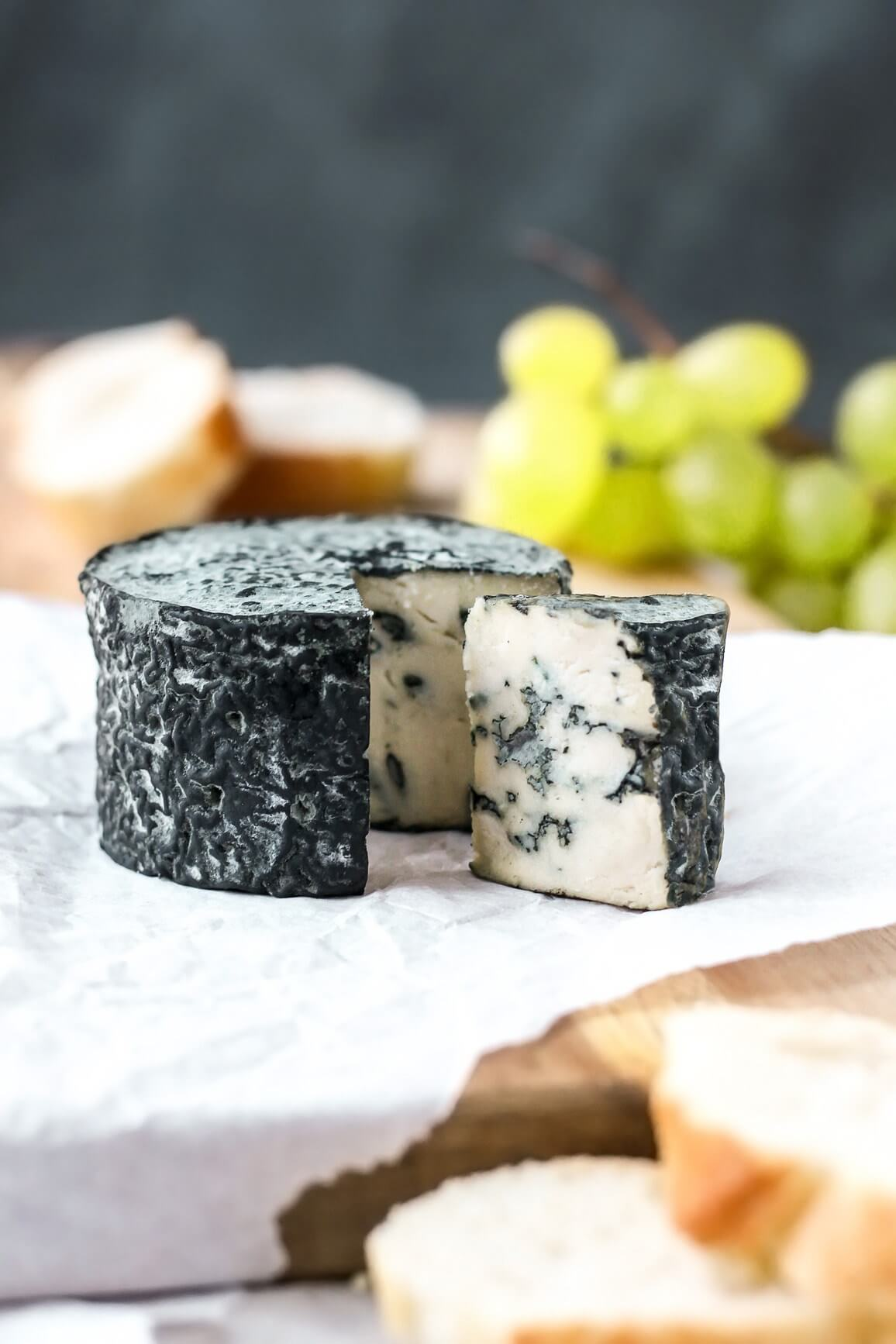 Vegan Aged Blue Cheese // Recipe for the vegan version of Roquefort cheese. Originated in France, it's a semi-soft cheese with creamy texture, blue color and tangy flavor. | The Green Loot #vegan #dairyfree