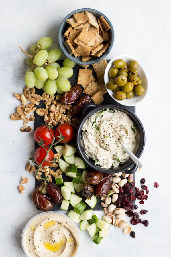Vegan Simple Cheese Platter // Cheese platters are probably the easiest but at the same time most impressive way to awe your guests. This one is so simple, you can even make it on a 60 minutes' notice. | The Green Loot #vegan #dairyfree