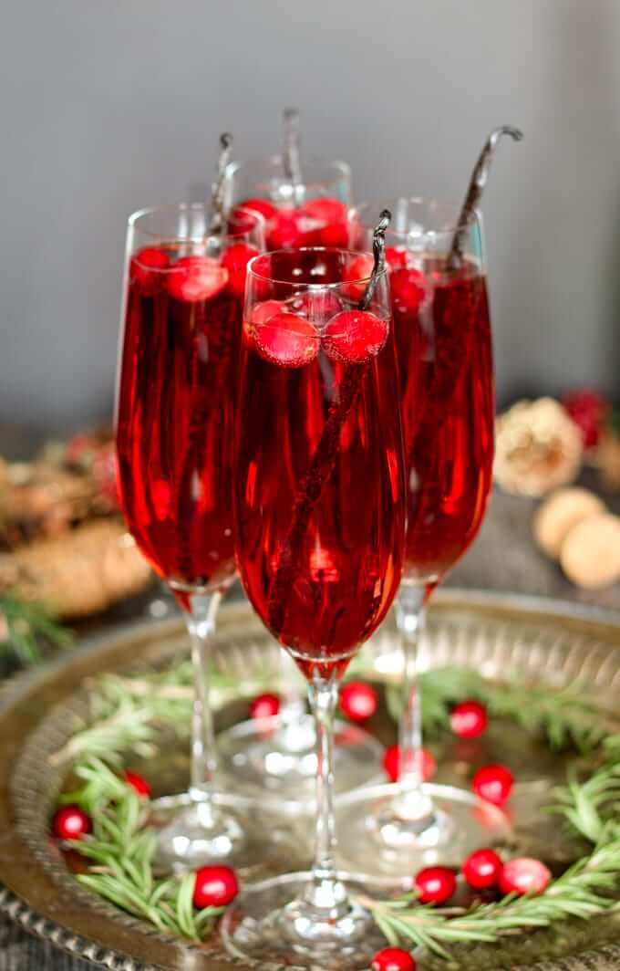 Vegan Vanilla Cranberry Mimosa Cocktail // This Mimosa is made with vanilla that makes it a truly sweet alcoholic treat. Garnish with whole vanilla beans for maximum flavor! | The Green Loot #vegan #Christmas
