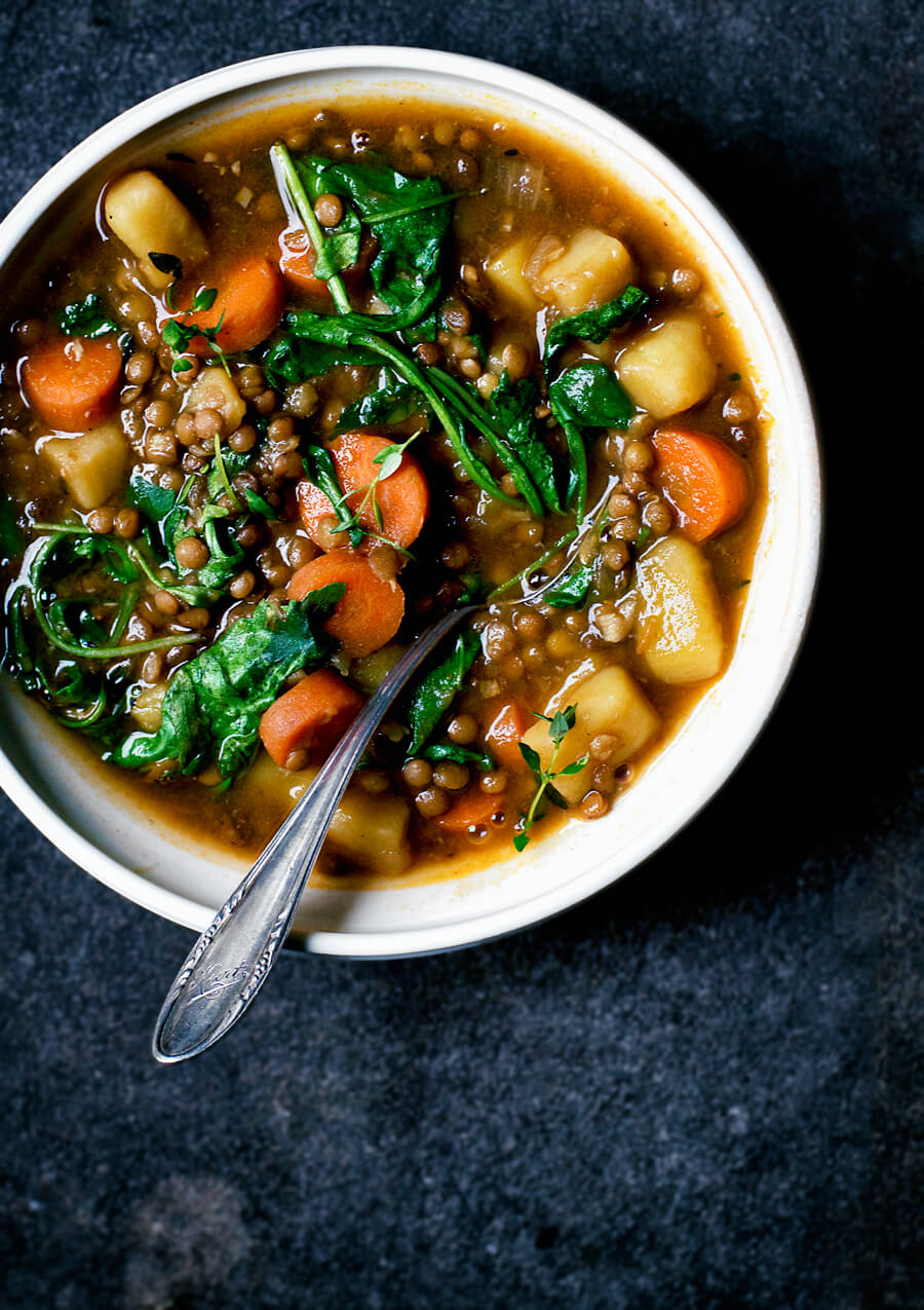 Vegan Lentil and Potato Stew // This hearty and warming soup/stew hybrid is filled with fiber-rich lentils that will fill you up. The tasty potatoes make sure that this is a truly comforting recipe. | The Green Loot #vegan #cleaneating #weightloss
