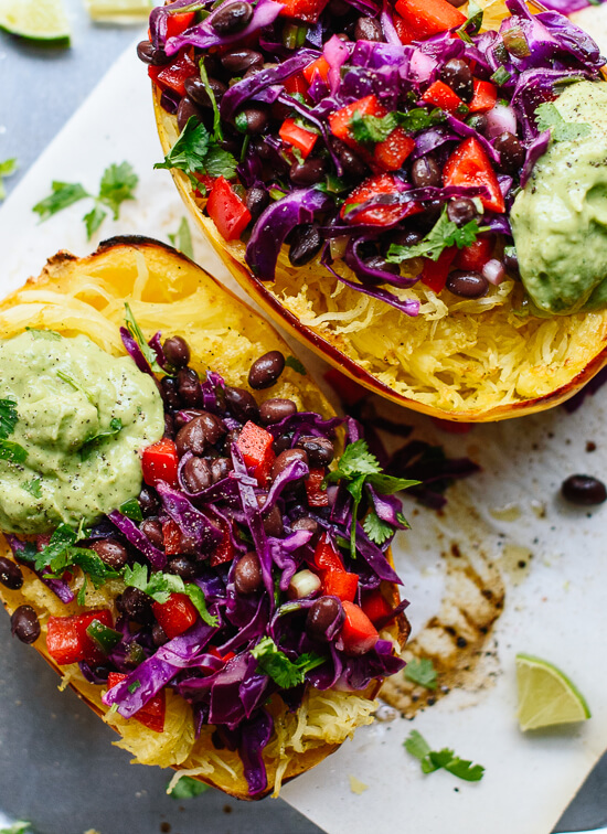 Vegan Spaghetti Squash Burrito Bowl // The good news is that you don't have to give up burrito even if you are dieting. This ridiculously delicious clean eating meal satisfies all of your Mexican food cravings and more. | The Green Loot #vegan #cleaneating #weightloss