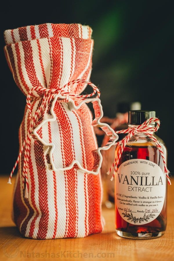 Vegan Homemade Vanilla // With all the baking and cooking that's happening at the end of the year, it's important to have a quality vanilla extract at hand. The best is if it's handmade with love. | The Green Loot #vegan #christmas