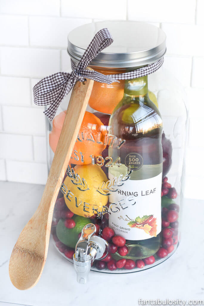 Vegan Sangria Pack // Fruity, boozy and creative. The perfect combination for an adult christmas gift. | The Green Loot #vegan #christmas