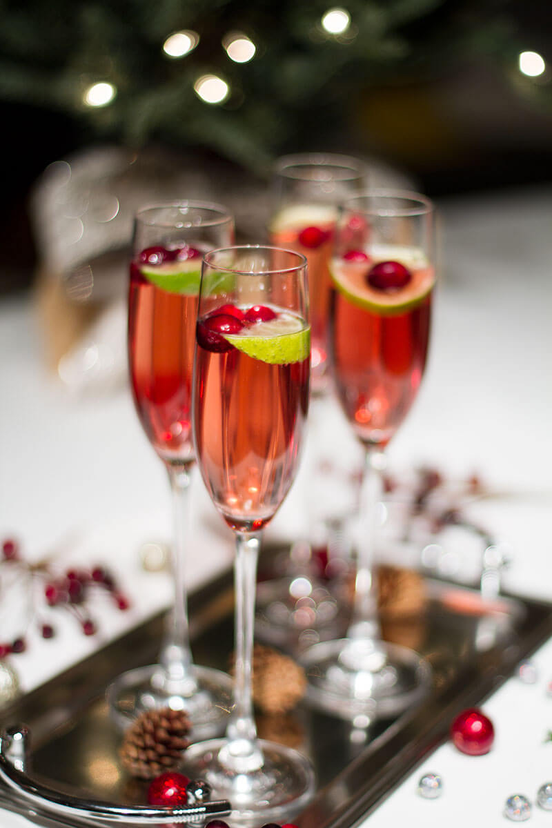 Vegan Cranberry Champagne Cocktail // This Cranberry Champagne Cocktail is a good idea for more fancy or simple parties as well. An easy but delicious drink to ring in the New Year. | The Green Loot #vegan #partyideas
