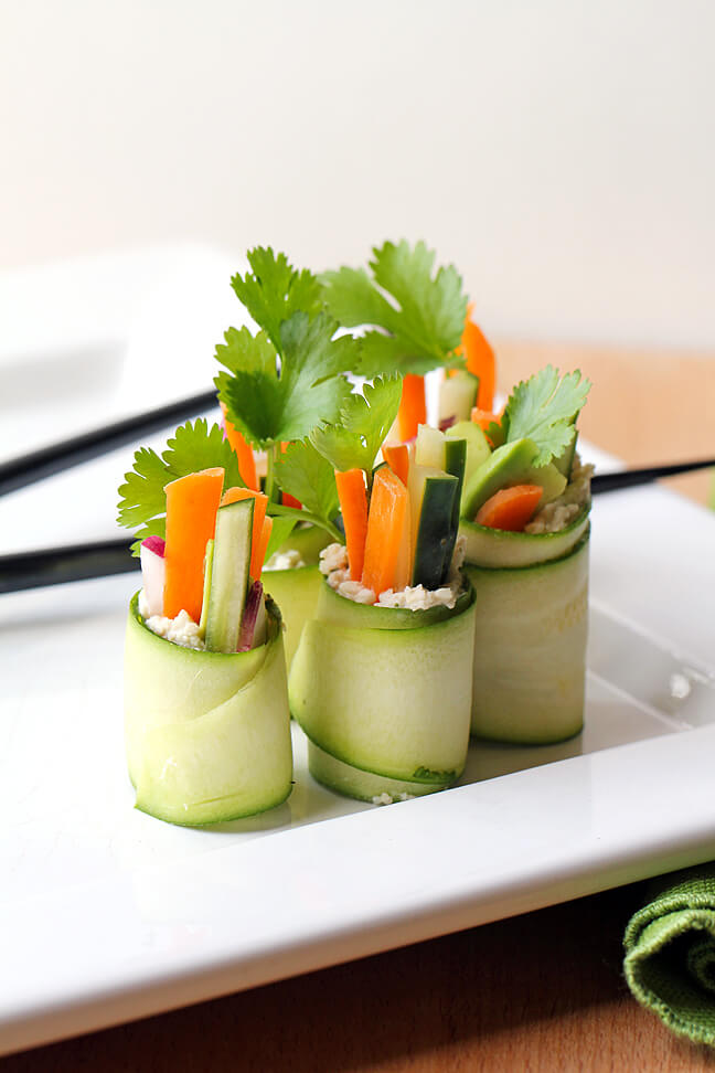 Vegan Veggie Rolls // A super healthy choice for snacks but still rich in flavour. You can use any of your favorite veggies to make an easy and yummy appetizer. | The Green Loot #vegan #partyideas
