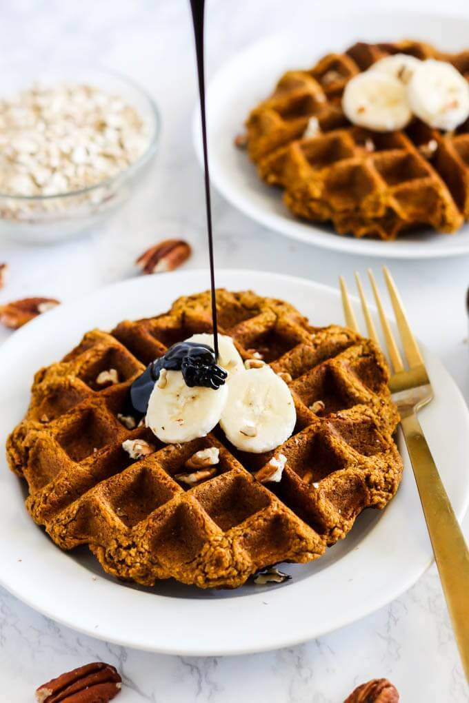 Vegan Oatmeal Pumpkin Waffles (gluten-free) // Waffles are the best. If they are healthy and contain pumpkin, they are the bestest of the best. | The Green Loot #vegan #healthy