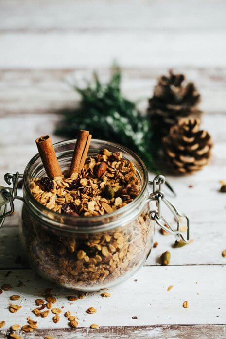 Vegan Winter Granola // Just make a huge batch of this winter spiced granola every week and you will never have to worry about a healthy and superb breakfast, until March. | The Green Loot #vegan #healthy