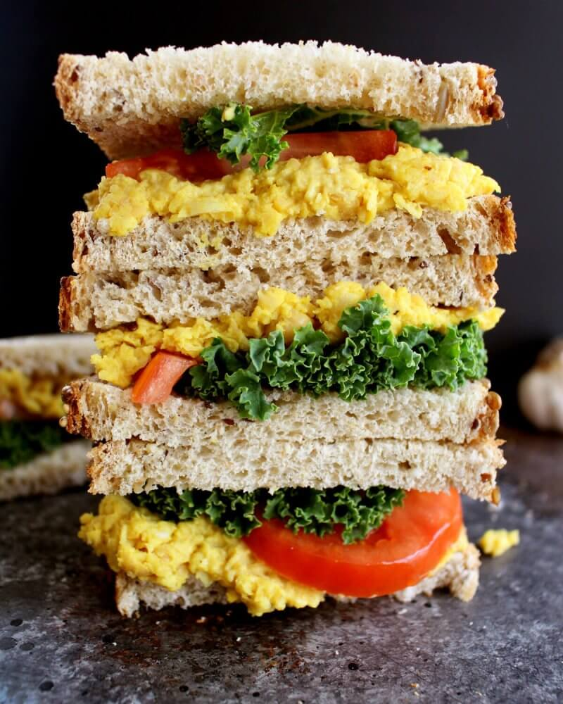 Vegan Turmeric Chickpea Salad Sandwich // | The Green Loot #vegan #MeatlessMonday #dairyfree