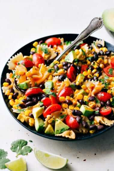 Vegan Tex Mex Pasta Salad // | The Green Loot #vegan #MeatlessMonday #dairyfree