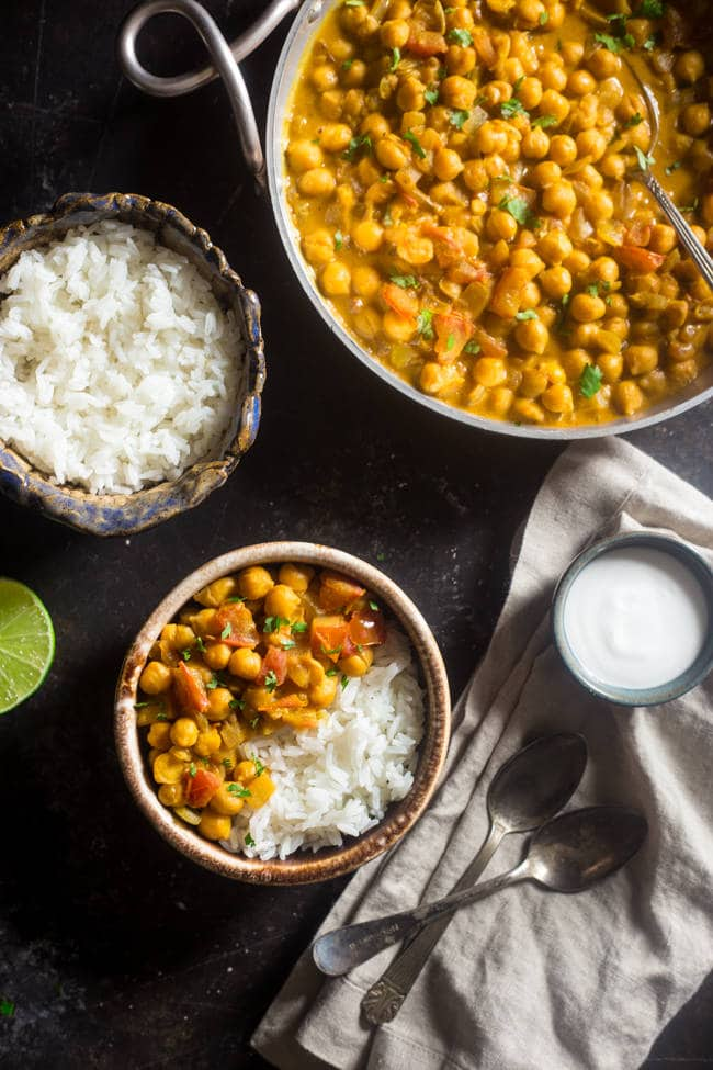 Vegan Chickpea Curry with Coconut Milk // | The Green Loot #vegan #MeatlessMonday #dairyfree