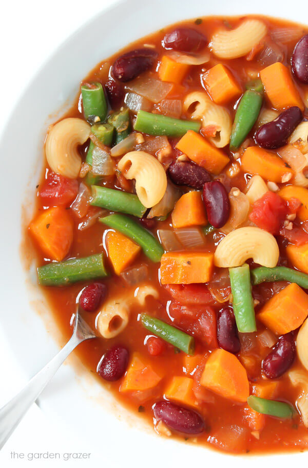 Vegan Minestrone Soup // | The Green Loot #vegan #MeatlessMonday #dairyfree