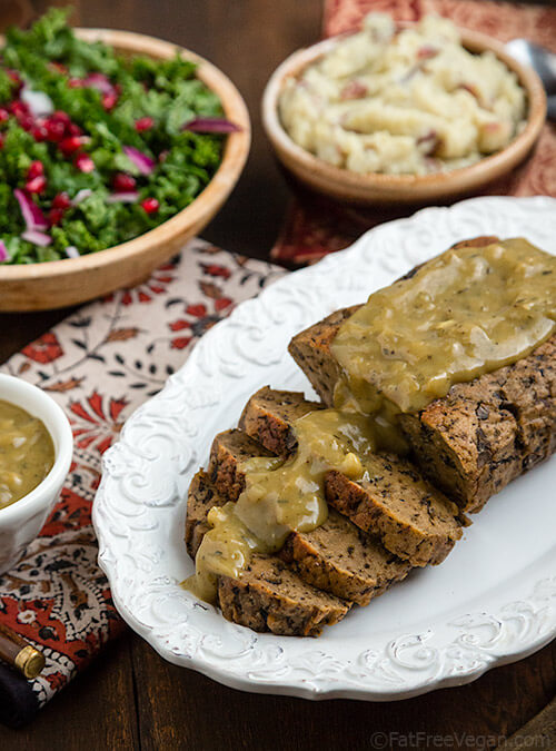 Vegan Mushroom Seitan Roast // If you are not gluten-intolerant, seitan can be a filling and satisfying main meal that you can eat everyday. | The Green Loot #vegan #mushroom