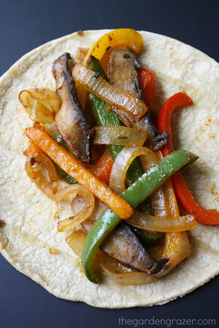 Vegan Portobello Fajitas // We couldn't find an easier mushroom recipe even if we wanted to. So simple, isn't it? Yet, 100% yummy. | The Green Loot #vegan #mushroom