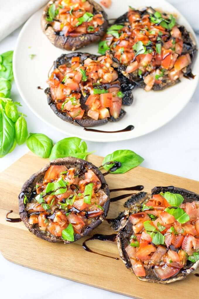Vegan Portobello Mushroom Bruschetta // The best thing about bruschetta is that it can function as an appetizer and a complete dinner as well. In this version it's also clean-eating and weight loss-friendly. Awesome, right? | The Green Loot #vegan #mushroom