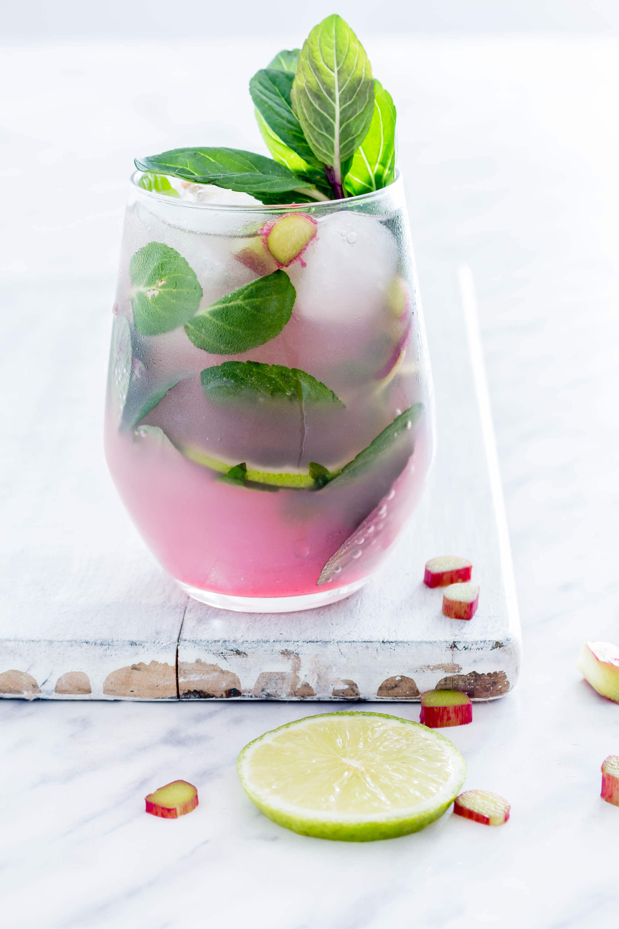 Vegan Rhubarb Mojito // A beautiful and divine ombre drink that is a great addition to any dessert or dinner. | The Green Loot #vegan #ValentinesDay