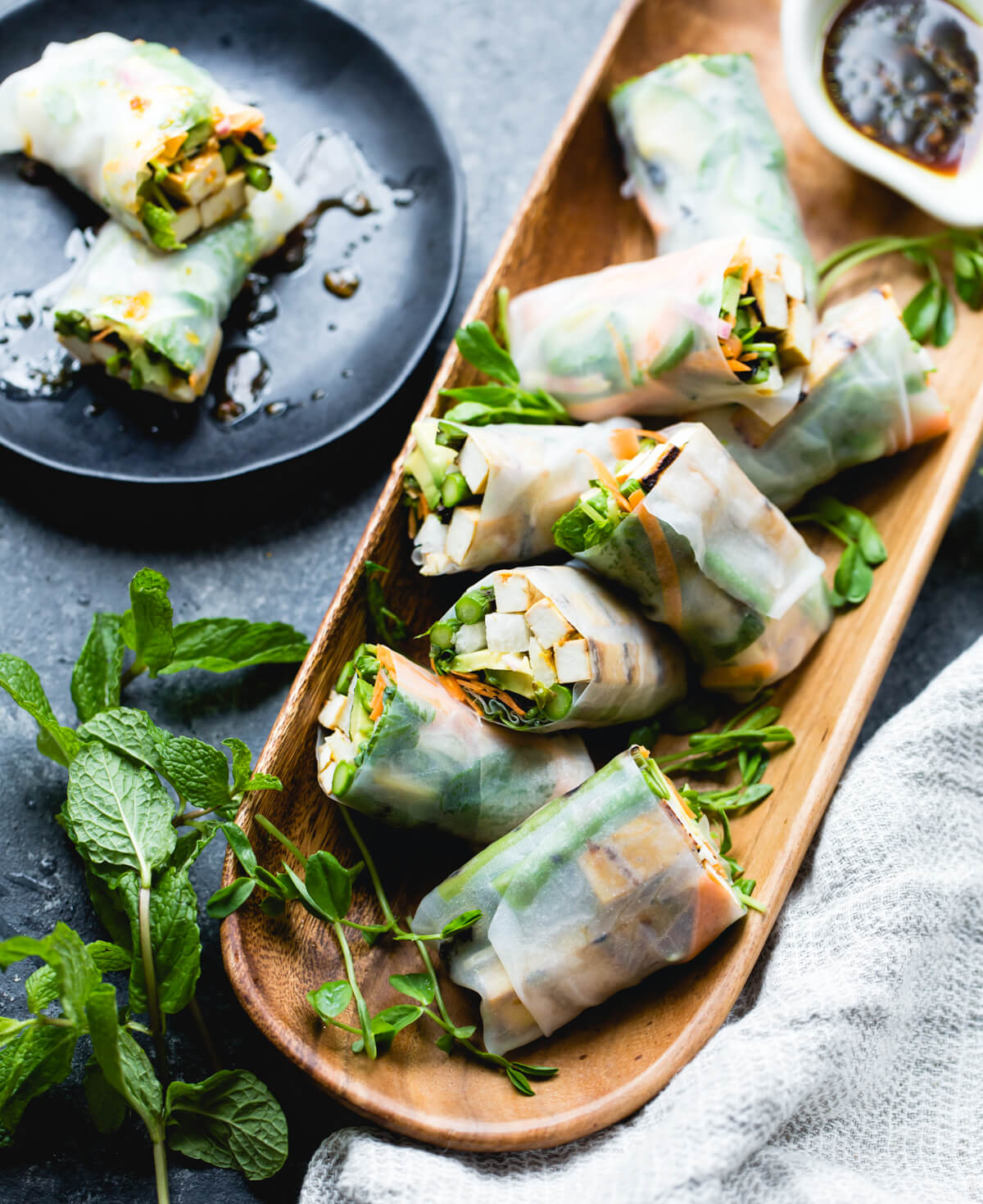 """Vegan Grilled Asparagus Tofu Spring Rolls // What's better for dinner than protein-rich tofu and veggies? These satisfying """"updated"""" spring rolls are definitely a go-to meal for cleansing your body. So tasty and crunchy; it's an instant favorite. 