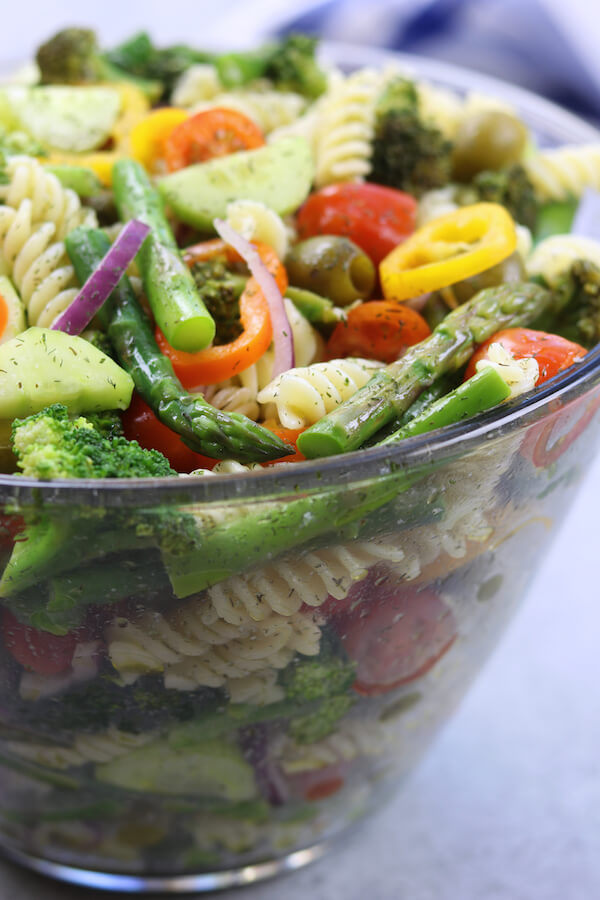 Vegan Springtime Pasta Salad // | The Green Loot #vegan #Easter