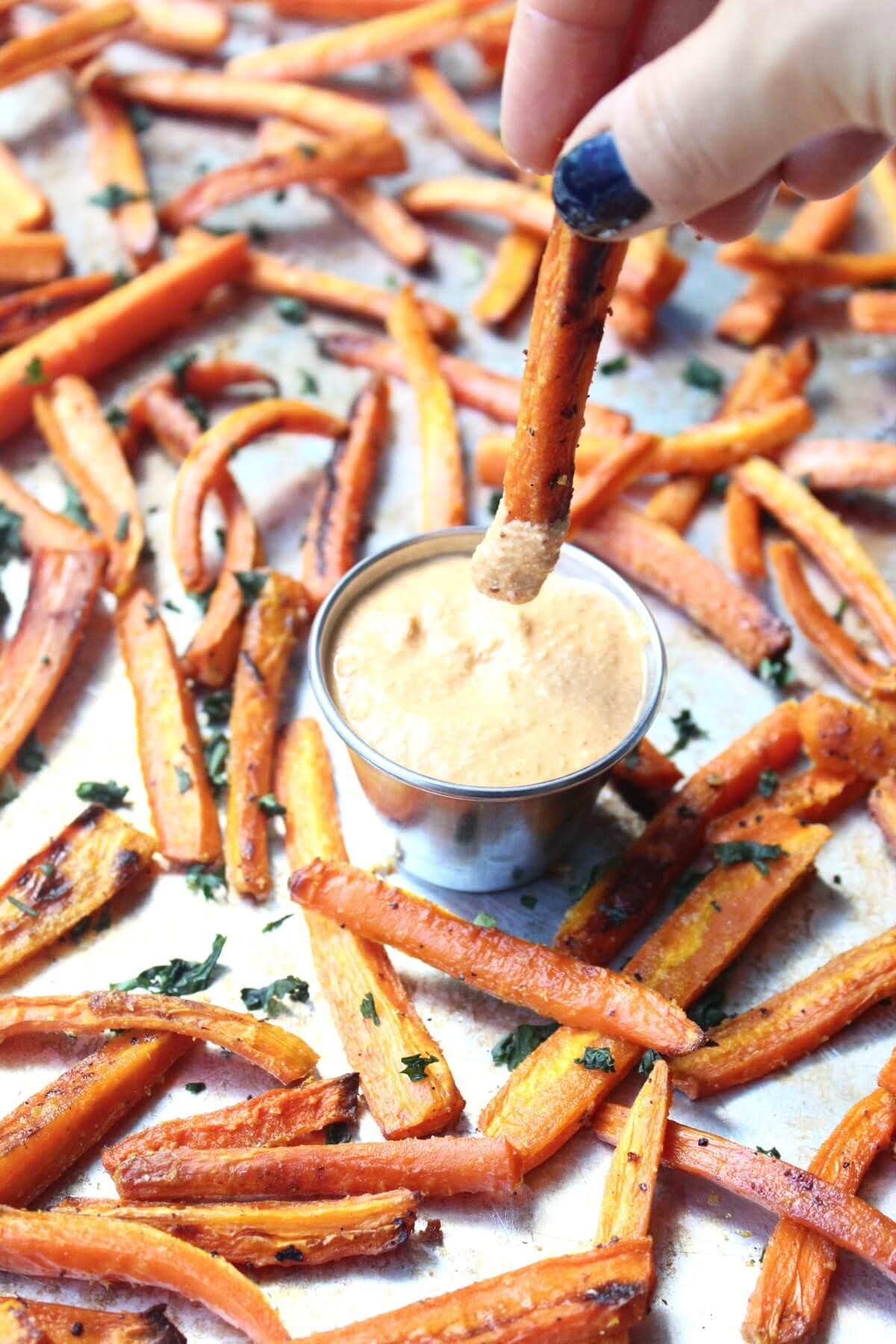 Vegan Carrot Fries with Curry Dip