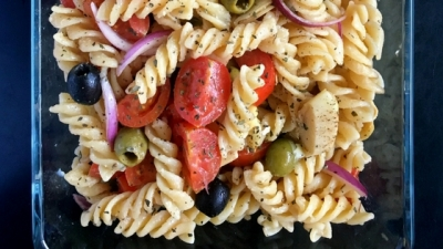 "This vegan ""cheesy"" Italian pasta salad makes a great light lunch/dinner that you can enjoy warm or cold. Perfect to take with you to school and work. 