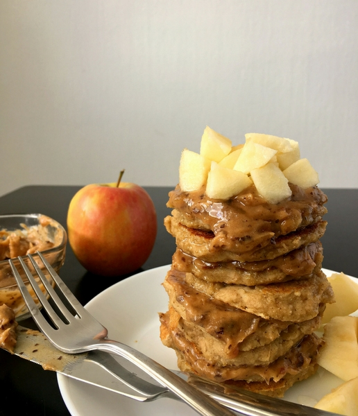 """These vegan and clean eating Apple Oat Pancakes with """"caramel"""" are super delicious. They are the perfect healthy and filling breakfast you need to start your morning the best way possible.   The Green Loot #vegan"""