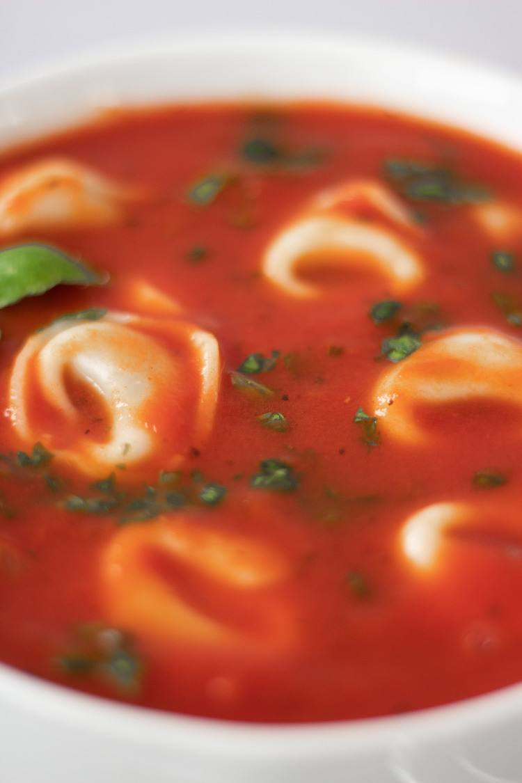 This super easy Vegan Tomato and Basil soup is healthy comfort food at its best. | The Green Loot #vegan #veganrecipes #healthyeating #comfortfood