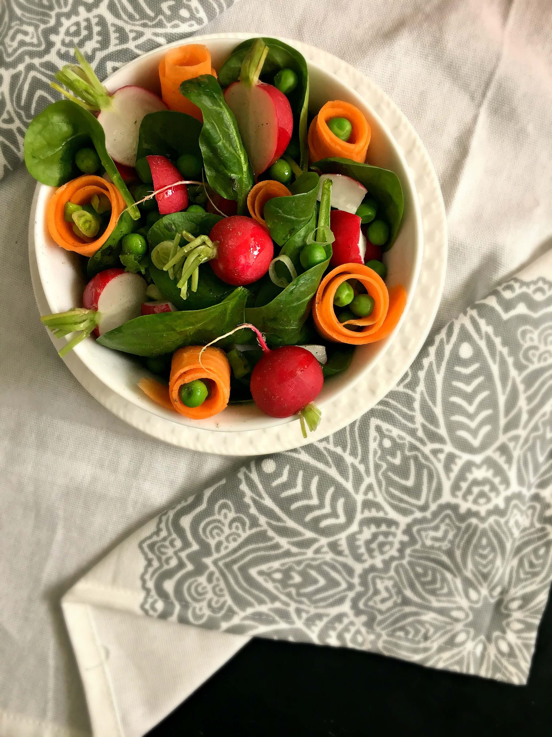 This vegan Fresh Spring Salad is a healthy, vibrant side dish that's a perfect source of vitamins for your body after Winter. | The Green Loot #vegan