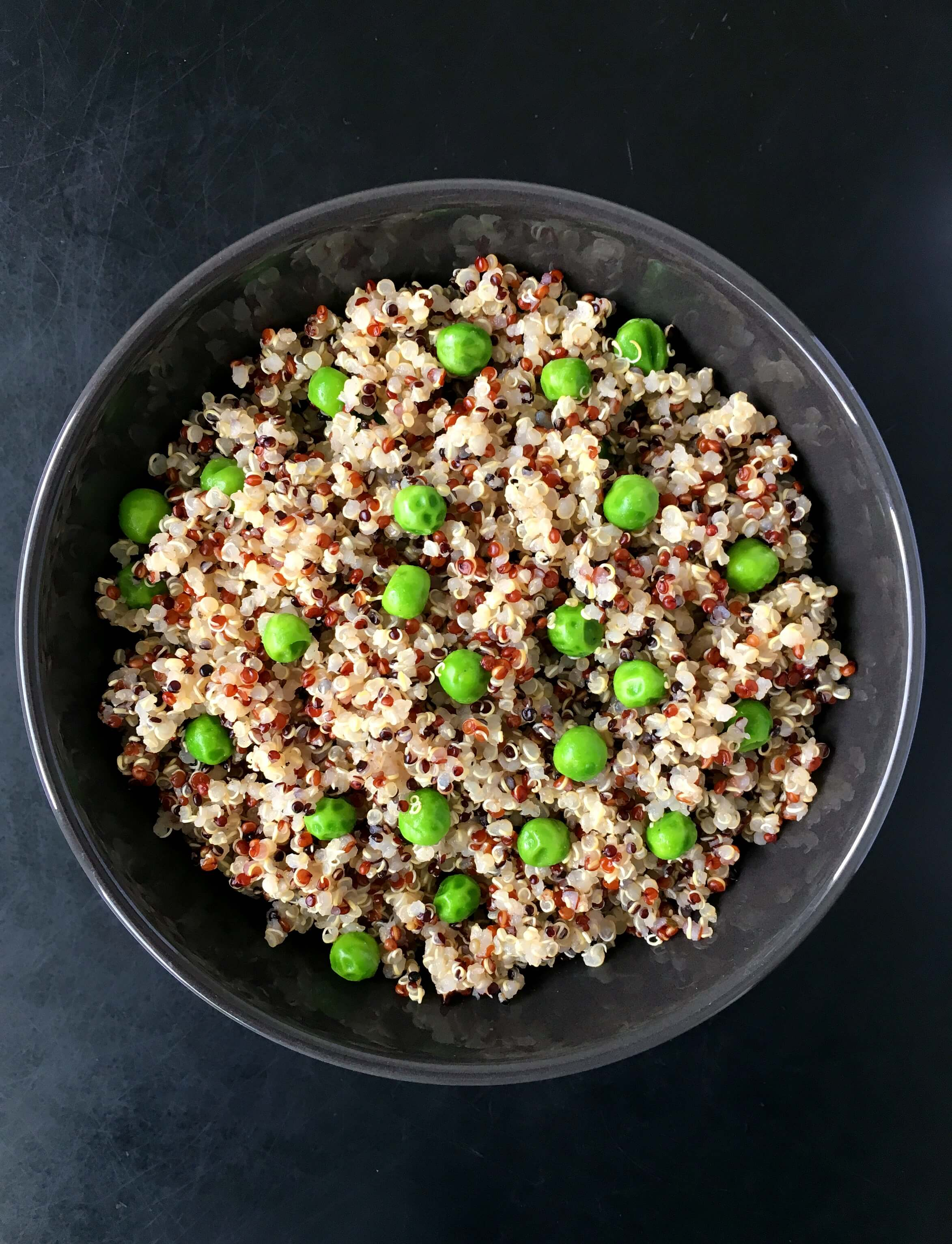 This vegan Green Pea Quinoa is a super healthy, high-protein side dish. Tasty and vibrant, goes perfectly with tofu dishes. | The Green Loot #vegan