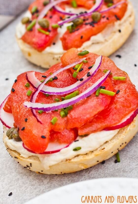 Vegan Tomato Lox and Cashew Cream Cheese Bagels | The Green Loot #vegan #brunch