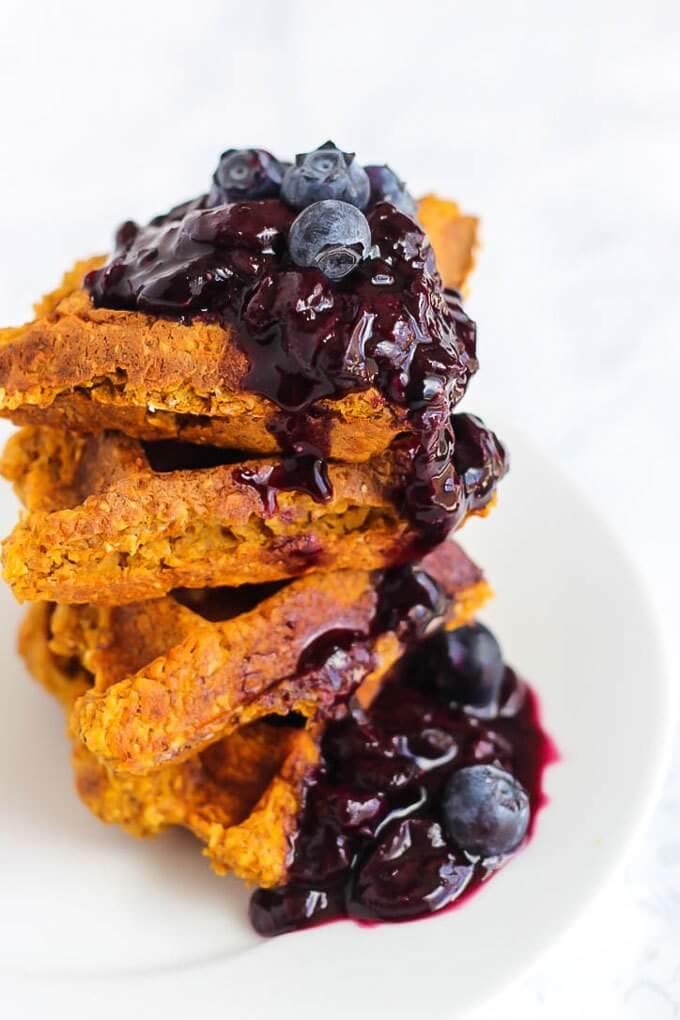 Vegan Sweet Potato Waffles with Blueberry Sauce | The Green Loot #vegan #brunch