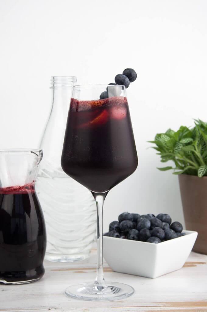 Vegan Blueberry Gin Fizz | The Green Loot #vegan #brunch