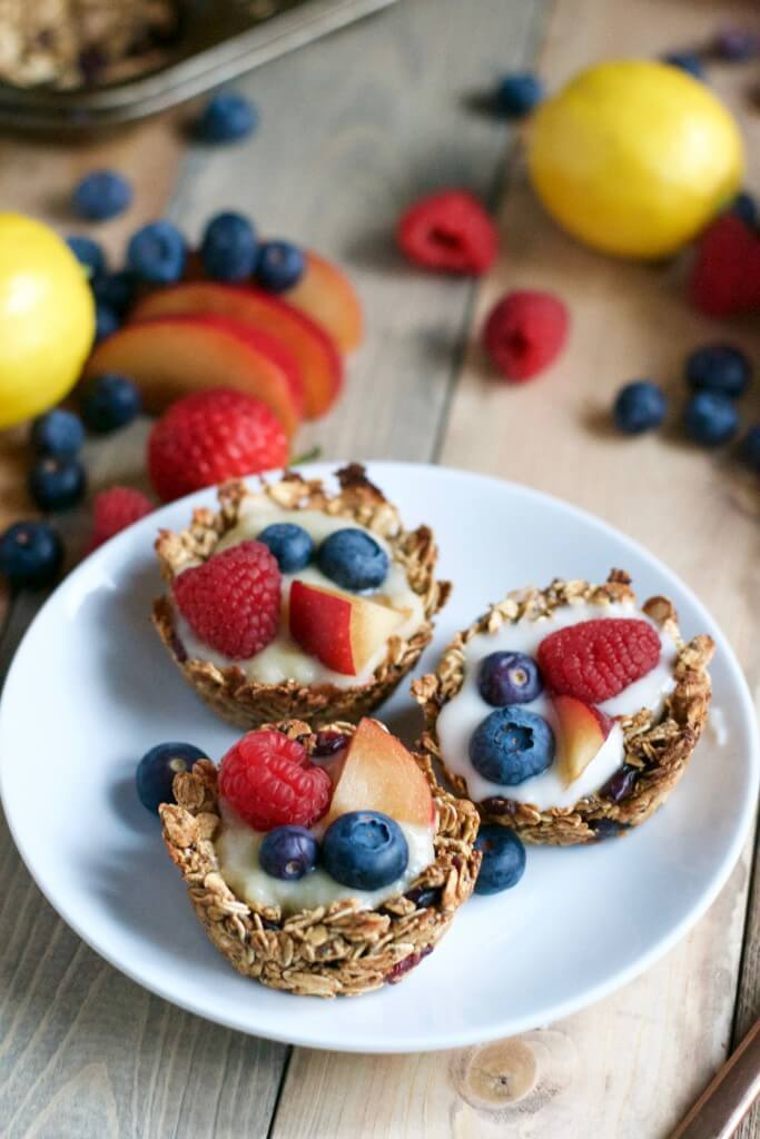 Vegan Granola Fruit Cups with Lemon Coconut Filling | The Green Loot #vegan #brunch