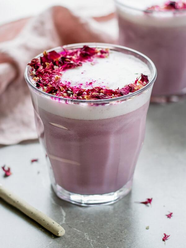 Vegan Hibiscus Rose Latte | The Green Loot #vegan #brunch